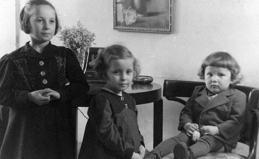 Ja, Irenka i Andrzejek - Wilno, 1945